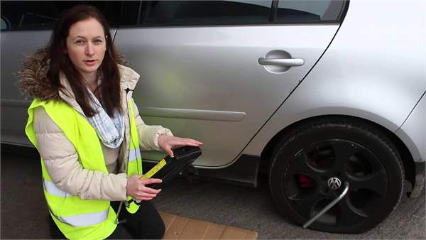 Service Academy: How to change a flat tyre