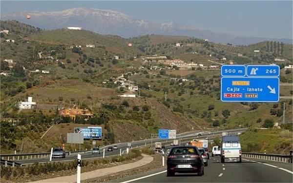 Spanish_motorway_2665733b