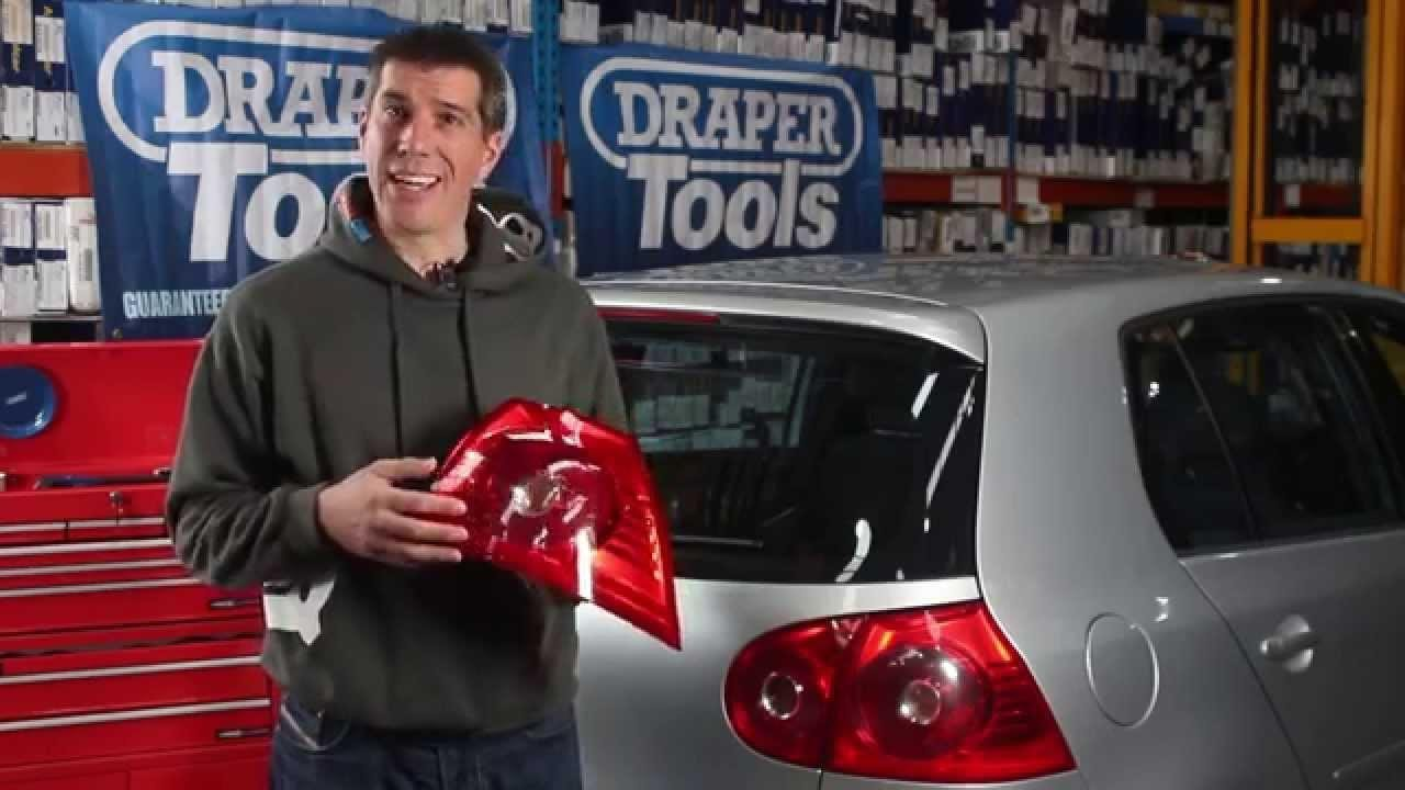 How to Replace a Tail Light