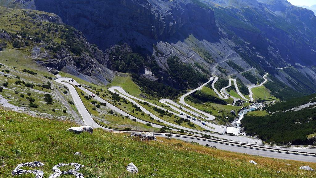 A Guide to Driving in Italy Stelvio-Pass